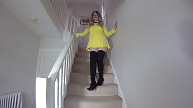 Star Trek Cosplay Commander Haley on the stairs