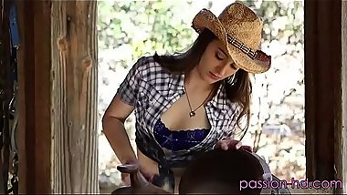 A sexy cowgirl likes to fuck outdoors  FULl VIDEO HD https://adsrt.me/oQEk