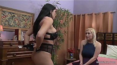 Summer Day is attracted to Romi Rain - Girlfriends Films