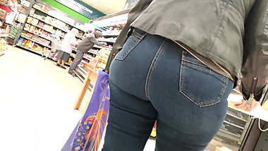 Mega juicy ass mature milfs in tight jeans