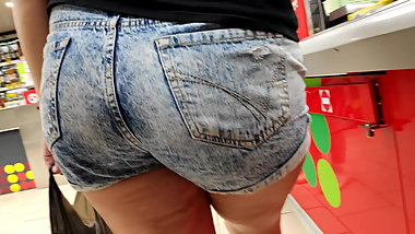 Delicious hips young milfs in tight jeans shorts