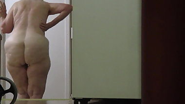 BBW wife walking around naked unaware she is on hidden cam.