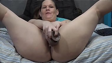 insatiable cougar Taz Devil pounds juicy pussy