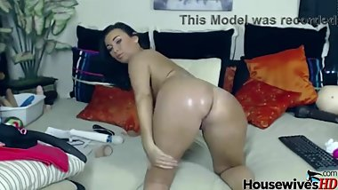 Sexy brunette webcam MILF