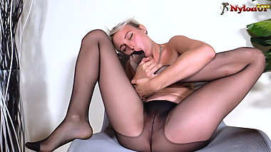 Blonde in pantyhose can't stop tasting her own feet