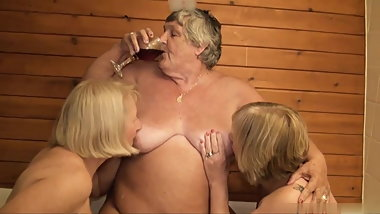 Old fat whore has fun with her friends in the bathroom