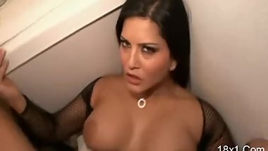 Sunny Leone Fuck HD Sex Porn Video - Part 1